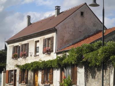 Courcouronnes_Village.jpg