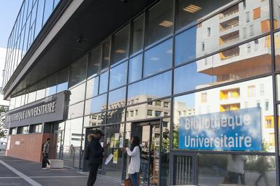 Bibliothèque universitaire d'Evry