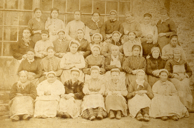 Le personnel féminin de la papeterie Darblay en 1890