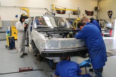 Photo réparation d'une voiture