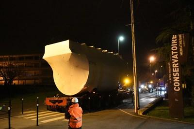 le transport de l'une des deux chaudières en convoi exceptionnel vers la chaufferie centrale