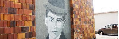 portrait kafka derrière la place de l'Erable 72dpi.jpg